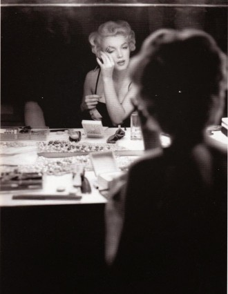 marilyn-makeup-put-on
