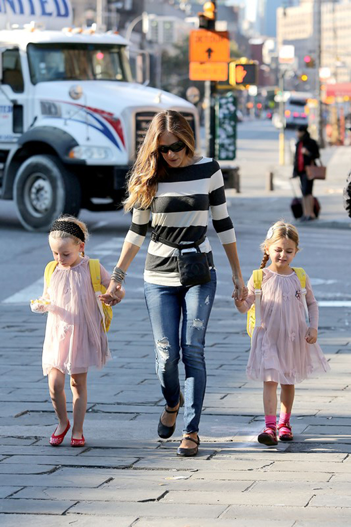 sarah jessica parker was taking her daugthers to school thursday